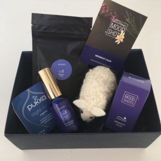 Emotiv Aromatherapy The Gift of Sleep. Wellbeing gift box with deep relaxation Midnight Calm essential oil blend. Includes pillow spray, bath soak, roll on aromatherapy, herbal tea and sbedside felt sleepy sheep.